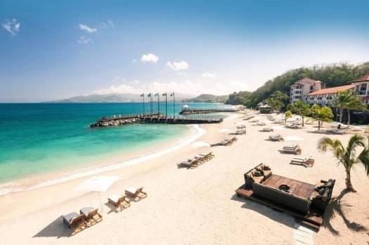 travel-sandals-lasource-pink-gin-beach-1